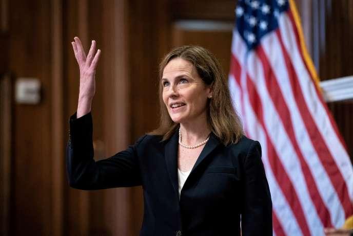 La juge Amy Coney Barrett, nommée par le président Donald Trump, pour siéger à la Cour suprême des Etats-Unis,le 21 octobre à Washington.