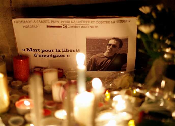 Samuel Paty, professeur d'histoire-géographie, a été décapité le 16octobre, dix jours après avoir montré à ses élèves des caricatures de Mahomet lors d'un cours sur la liberté d'expression.