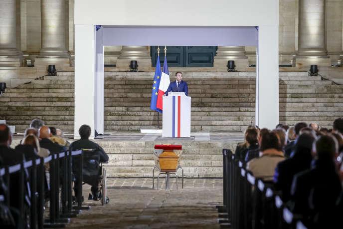 Emmanuel Macron, président de la république, participe à la cérémonie en hommage à Samuel Paty le 21 octobre à Conflans-Saint-Honorine.