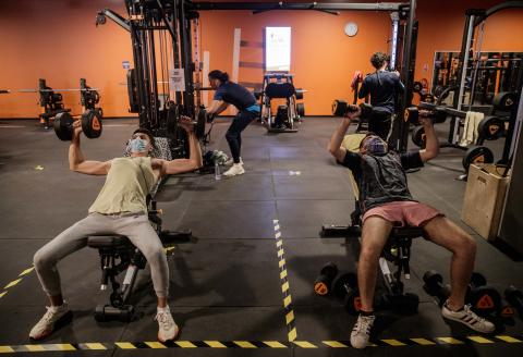 Gym users wear facemasks as they train while keeping a social distance at a sports hall in Caen, north-western France on June 4, 2020, as the country eases lockdown measures taken to curb the spread of the COVID-19 disease caused by the novel coronavirus. (Photo by Sameer Al-DOUMY / AFP)