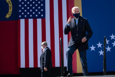 Democratic presidential nominee and former Vice President Joe Biden walks up the stage at the Riverside High School in Durham, North Carolina before a speech during a campaign stop on October 18, 2020. / AFP / ROBERTO SCHMIDT