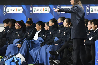 France's head coach Corinne Diacre gestures during the UEFA women's Euro 2021 qualifying match between France and Serbia on November 9, 2019 at the Matmut Atlantique Stadium in Bordeaux. (Photo by GEORGES GOBET / AFP)