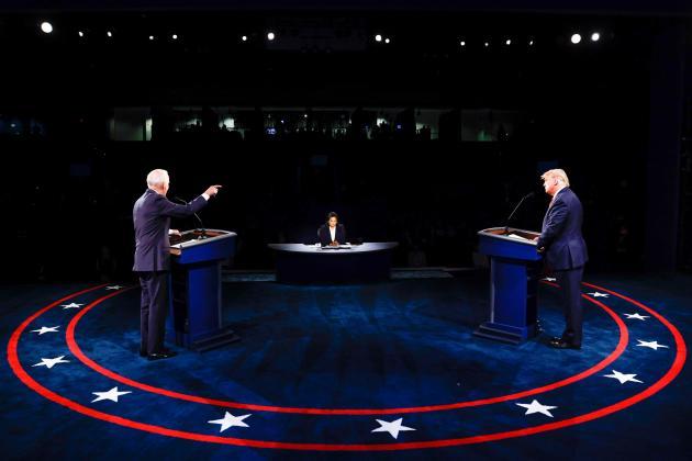 Lors du débat entre les candidats Donald Trump et Joe Biden à Nashville dans le Tennessee le 22 octobre. Au centre la journaliste Kristen Welker, de NBC.