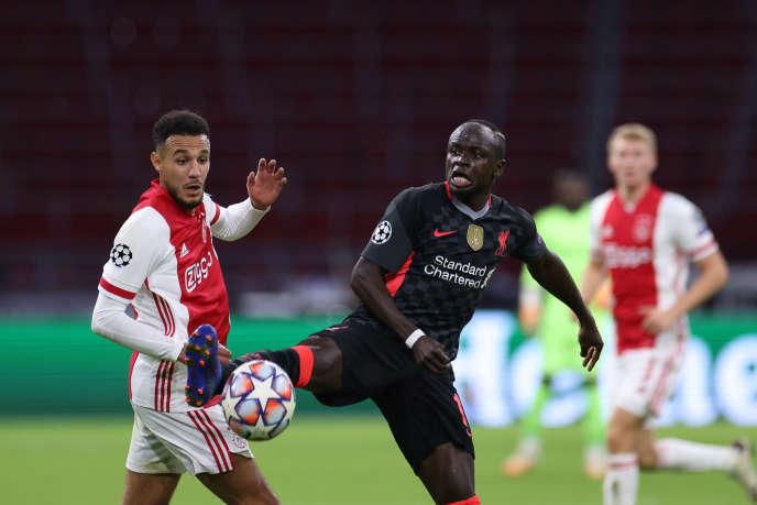 Sadio Mané (au centre), lors du match aller du groupe D de la Ligue des champions de l'UEFA entre l'Ajax d'Amsterdam et le Liverpool FC à la Johan Cruijff Arena d'Amsterdam, le 21 octobre 2020.