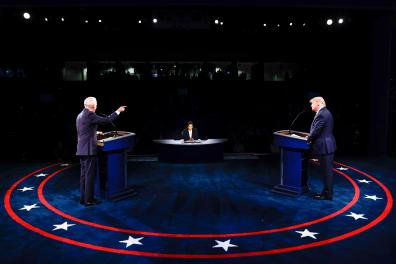 US President Donald Trump (R) Democratic Presidential candidate, former US Vice President Joe Biden and moderator, NBC News anchor, Kristen Welker (C) participate in the final presidential debate at Belmont University in Nashville, Tennessee, on October 22, 2020. / AFP / POOL / JIM BOURG