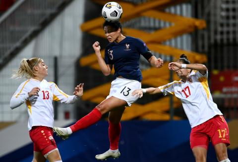 France's midfielder Valerie Gauvin (C) heads the ball next to Macedonia's midfielder Julija Zivikj (L) and Macedonia's defender Maja Angelovska during the UEFA Euro 2021 qualifying football match between France and North Macedonia at the Source Stadium in Orleans on October 23, 2020. / AFP / FRANCK FIFE