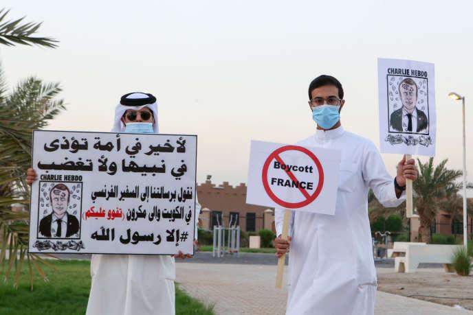 DesKoweïtiens appelant au boycott de la France, après les déclarations du président, Emmanuel Macron, sur les caricatures de Mahomet. A Koweït, capitale du Koweït, le 24 octobre.