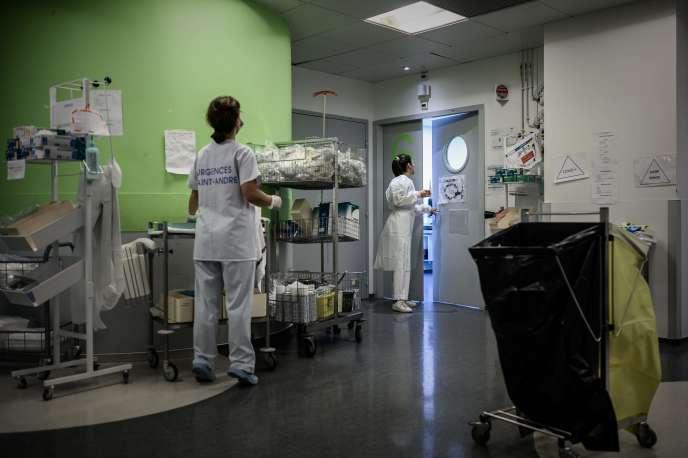 Au service d'urgences de l'hôpital Saint-André, à Bordeaux, le 20 octobre.