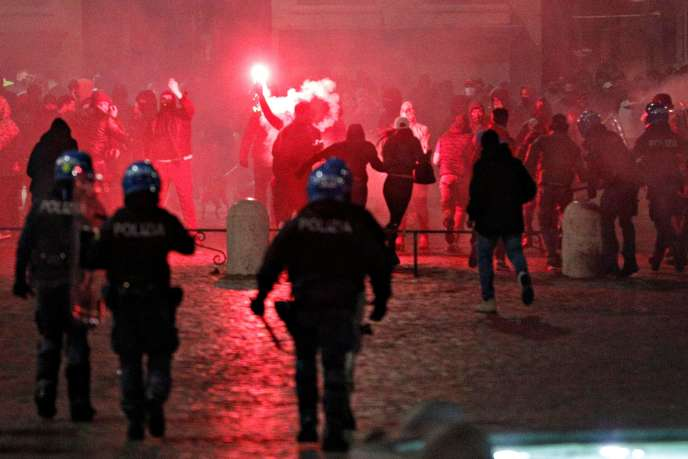 Manifestations hostiles au couvre-feu à Rome, samedi 24 octobre.