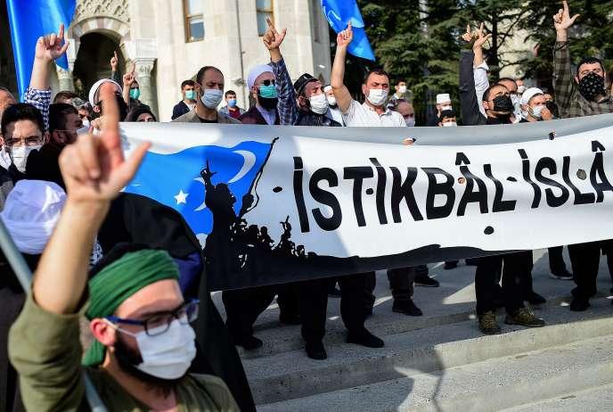 Manifestation à Istanbul, Turquie, le 25 octobre.