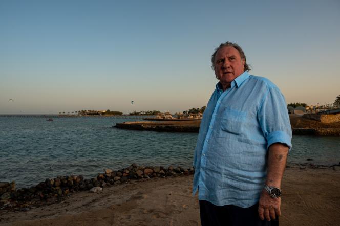 Gérard Depardieu dans la station balnéaire égyptienne de la mer Rouge d'El-Gouna, le 24 octobre 2020, après avoir reçu le « Career Achievement Award» lors de la 4e édition du Festival du film d'El-Gouna.