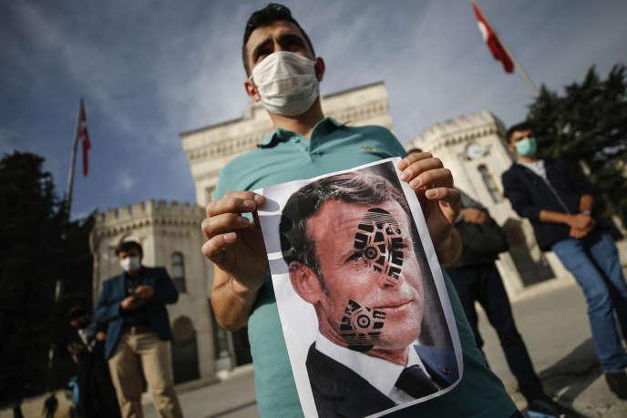 Lors d'une manifestation contre la France, le 25 octobre àIstanbul.