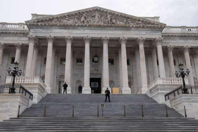 Devant la Chambre des représentants au Capitole de Washington D.C., en avril.