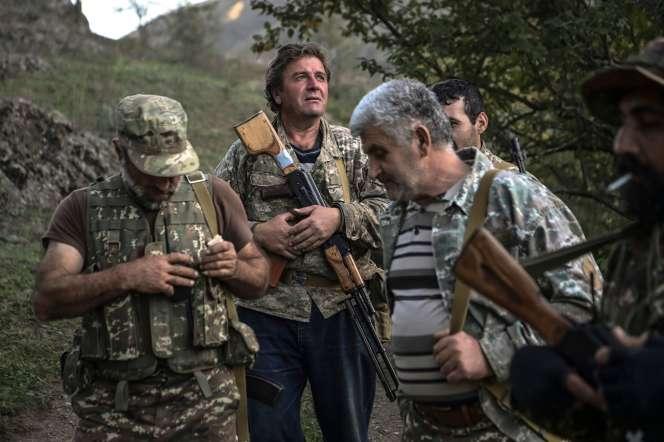 Des combattants volontaires,dans une vallée à l'extérieur d'un village près deStepanakert, le 23 octobre.