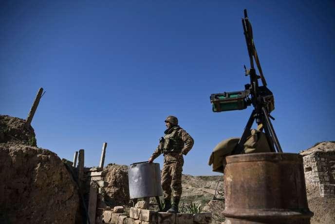 Un soldat arménien sur le front, le 25 octobre dans le Haut-Karabakh.