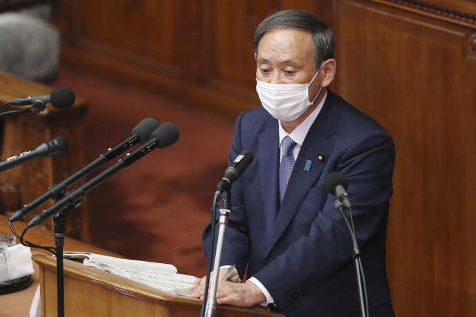 Yoshihide Suga, lors de sa première prise de parolepolitique devant le Parlement depuis son arrivée au pouvoir en septembre, le 26 octobre.