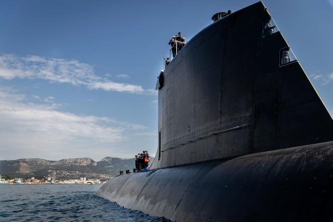 Le «Suffren», sous-marin d'attaque nucléaire de la marine française, dans la rade de Toulon, le 28 juillet.