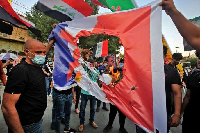 Lors d'une manifestation à la suite des déclarations d'Emmanuel Macron sur les caricatures, à Bagdad, le 26 octobre 2020.