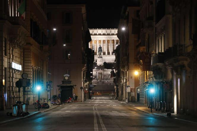 Dans la nuit du 25 au 26 octobre, à Rome, où un couvre-feu est en vigueur de minuit à 5heures du matin.