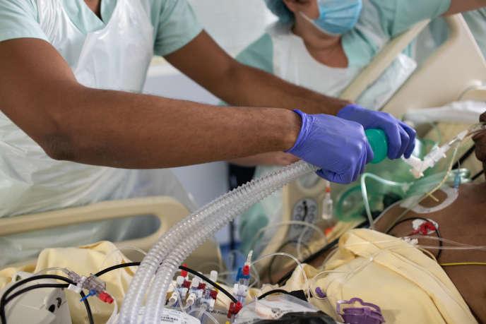 Dans le service de réanimation de l'hôpital Bichat, lors de l'épidémie de Covid-19, à Paris, le 22 octobre.