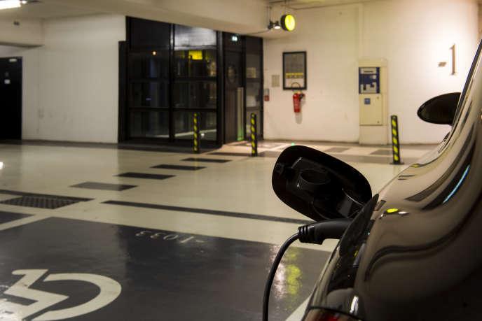Parking des Terreaux à Lyon, où les conducteurs de voiture électrique peuvent trouver des bornes de recharge.