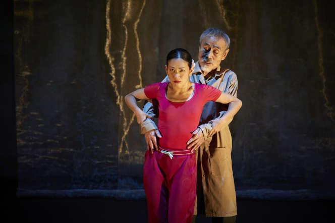 Kaori Ito et Yoshi Oïda dans «Le Tambour de soie»,àAvignon, en 2020.