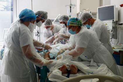 Dans l'unité de soins intensifs de l'hôpital Robert Ballanger, à Aulnay-sous-Bois (Seine-Saint-Denis, le 26 octobre.