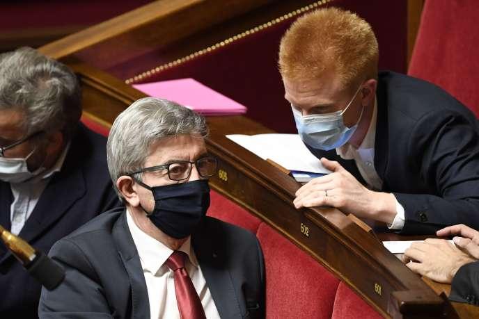 Le leader de La France insoumise Jean-Luc Mélenchon s'entretient avec le député LFI Adrien Quatennens, à l'Assemblée nationale, le 13 octobre.