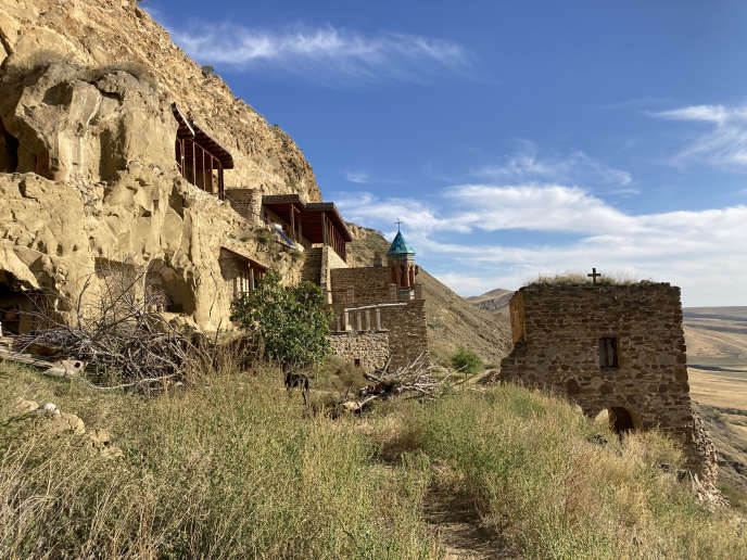 Le monastère orthodoxe de David Garedja s'étend sur plusieurs hectares, de part et d'autre dela frontière entre la Géorgie et l'Azerbaïdjan.