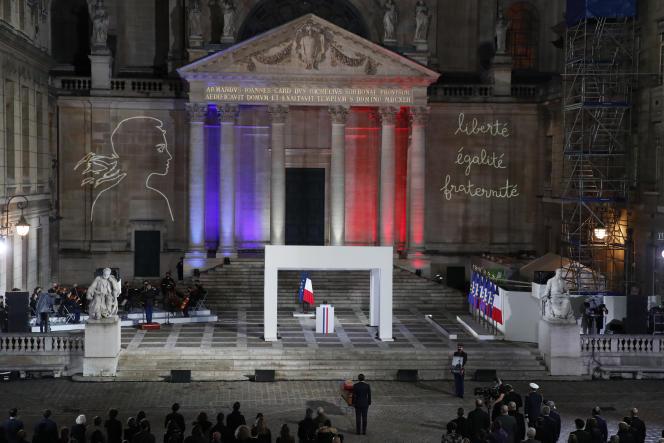 La cérémonie d'hommage à la Sorbonne, à Paris le 21 octobre 2020, au professeur Samuel Paty, décapité lors d'un attentat islamiste.