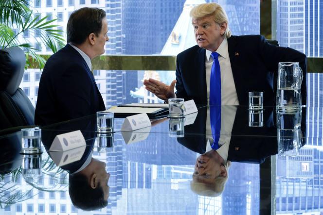 Le directeur du FBI James Comey (Jeff Daniels) etDonald Trump (Brendan Gleeson) dans la série américaine «The Comey Rule».