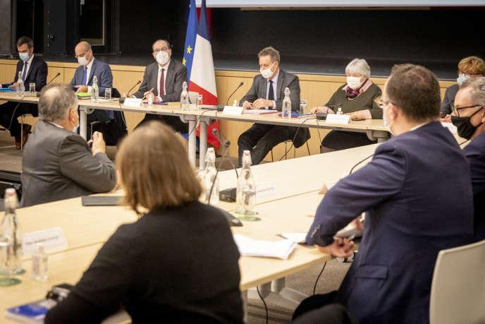 Réunion sur la situation sanitaire due au Covid-19 autour du premier ministre, Jean Castex, et de son gouvernement, le 27 octobre à Paris.