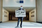Le député européen Pierre Larrouturou dans les couloirs du Parlement européen, à Bruxelles, le 28 octobre.
