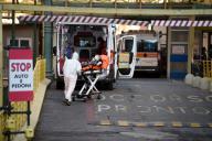 Un patient atteint du Covid-19 arrive à l'hôpital Umberto à Rome, mercredi 28 octobre.