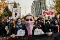 Sixième journée de mobilisation des femmes polonaises contre l'interdiction quasi-totale de l'IVG, à Varsovie, le 28 octobre.