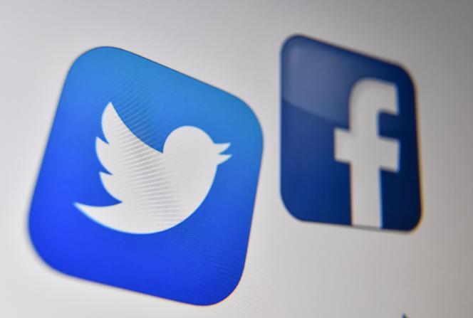 Les logos de Twitter et Facebook.