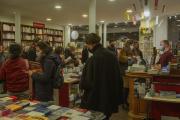 Affluence à la librairie Les Guetteurs de vent (Paris 11e), le 29 octobre 2020.