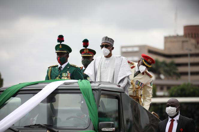 Le président nigérian MuhammaduBuhari (au centre) à Abuja, la capitale fédérale, le 1er octobre 2020.