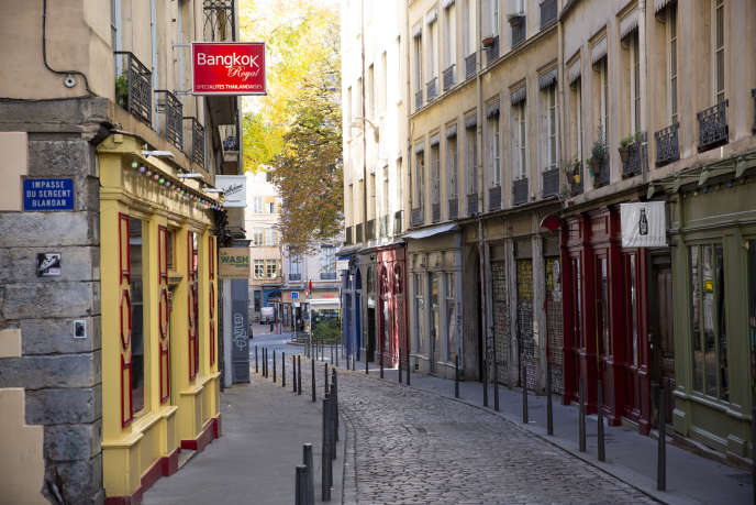 Une rue commerçante de Lyon, vendredi 30 octobre.