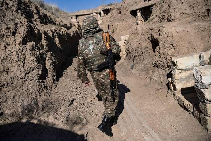 Un soldat arménien sur le front des combats dans le Haut-Karabakh, le 25octobre2020.