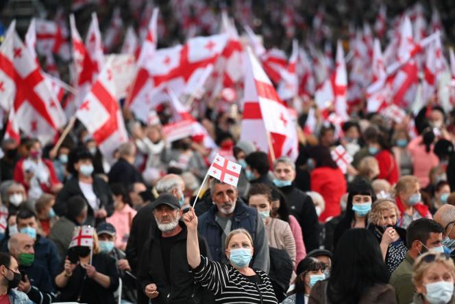 Des soutiens du Mouvement national uni, leparti majoritaire de l'opposition, lors d'un meeting politique, jeudi 29 octobre.