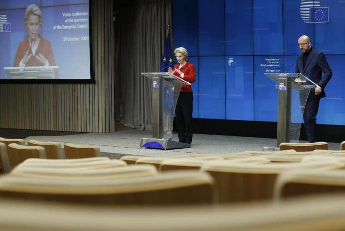 La présidente de la Commission, Ursula von der Leyen, et le président du Conseil européen, Charles Michel, jeudi 29 octobre, à Bruxelles.