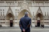 Devant la cathédrale Saint-Jean, à Lyon, lors de l'hommage aux victimes de l'attentat de la basilique Notre-Dame à Nice, le 29octobre.
