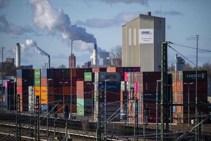 Des conteneurs dans le port de Westhafen, à Berlin, le 5 février 2020.