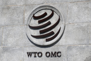 Le logo de l'Organisation mondiale du commerce (OMC), sur le siège de Genêve, en Suisse.