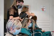 Dans un salon de coiffure àBruay-La-Buissière, dans le Pas-de-Calais, le 11 mai, premier jour du déconfinement.