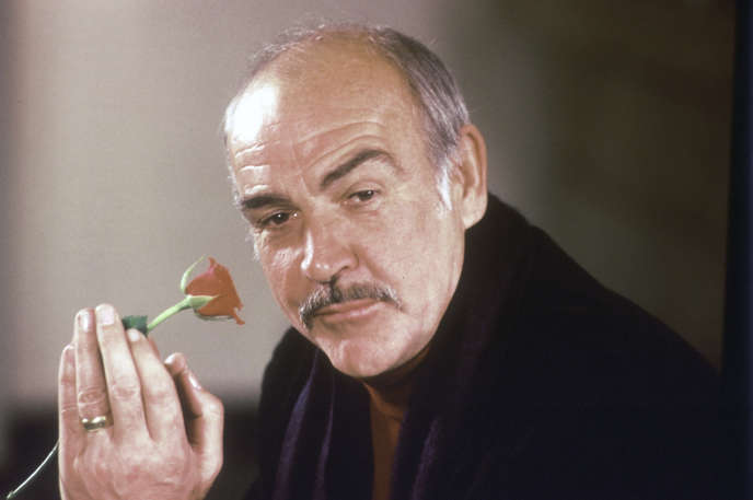 Sean Connery lors d'une conférence de presse sur le film « Le Nom de la rose», de Jean-Jacques Annaud, à Londres, en 1987. Son interprétation de Guillaume de Baskerville lui a valu unBritish Academy Film Award.