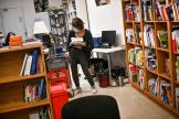 La librairie Mollat à Bordeaux pratique le clic and collect, le premier jour du deuxième confinement, le 30 octobre.