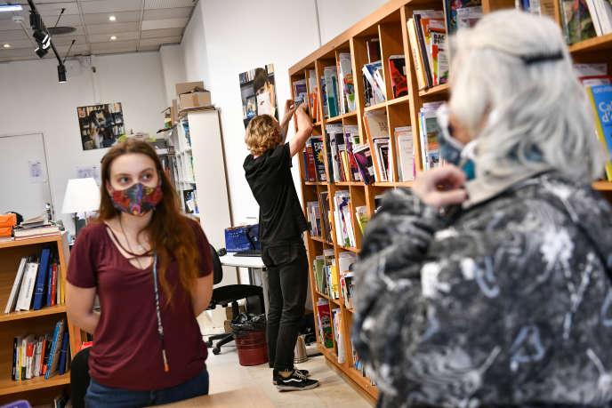 La librairie Mollat à Bordeaux pratique le click and collect pour le deuxième confinement, le 30 octobre.