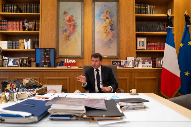 Le maire de Nice Christian Estrosi dans son bureau, le 30 octobre.